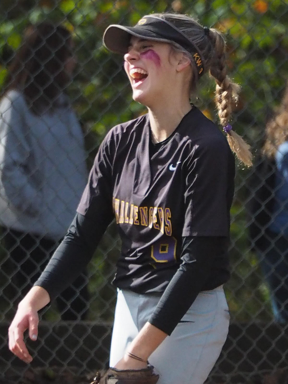 Softball: Challengers Roll In 10-1 Romp