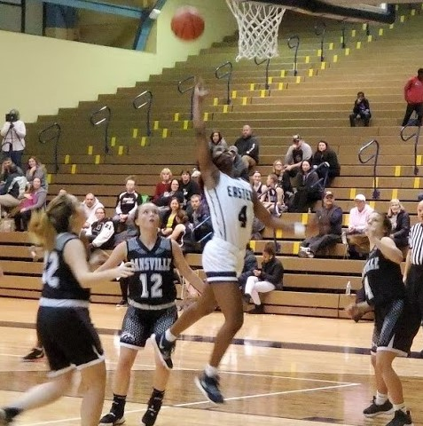 Lady Quaker Basketball Off to a Great Start