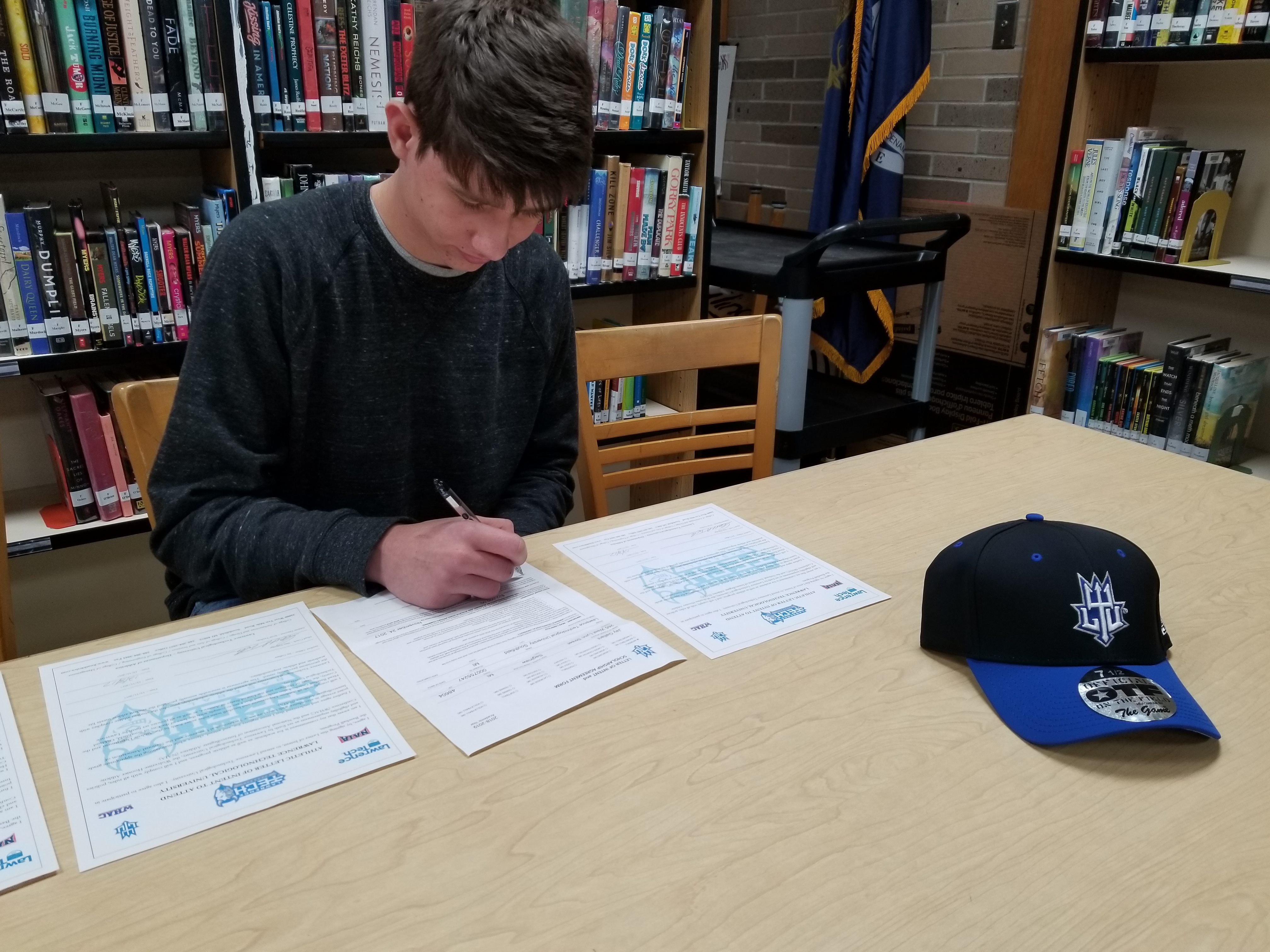 Gallant Signs with Blue Devils