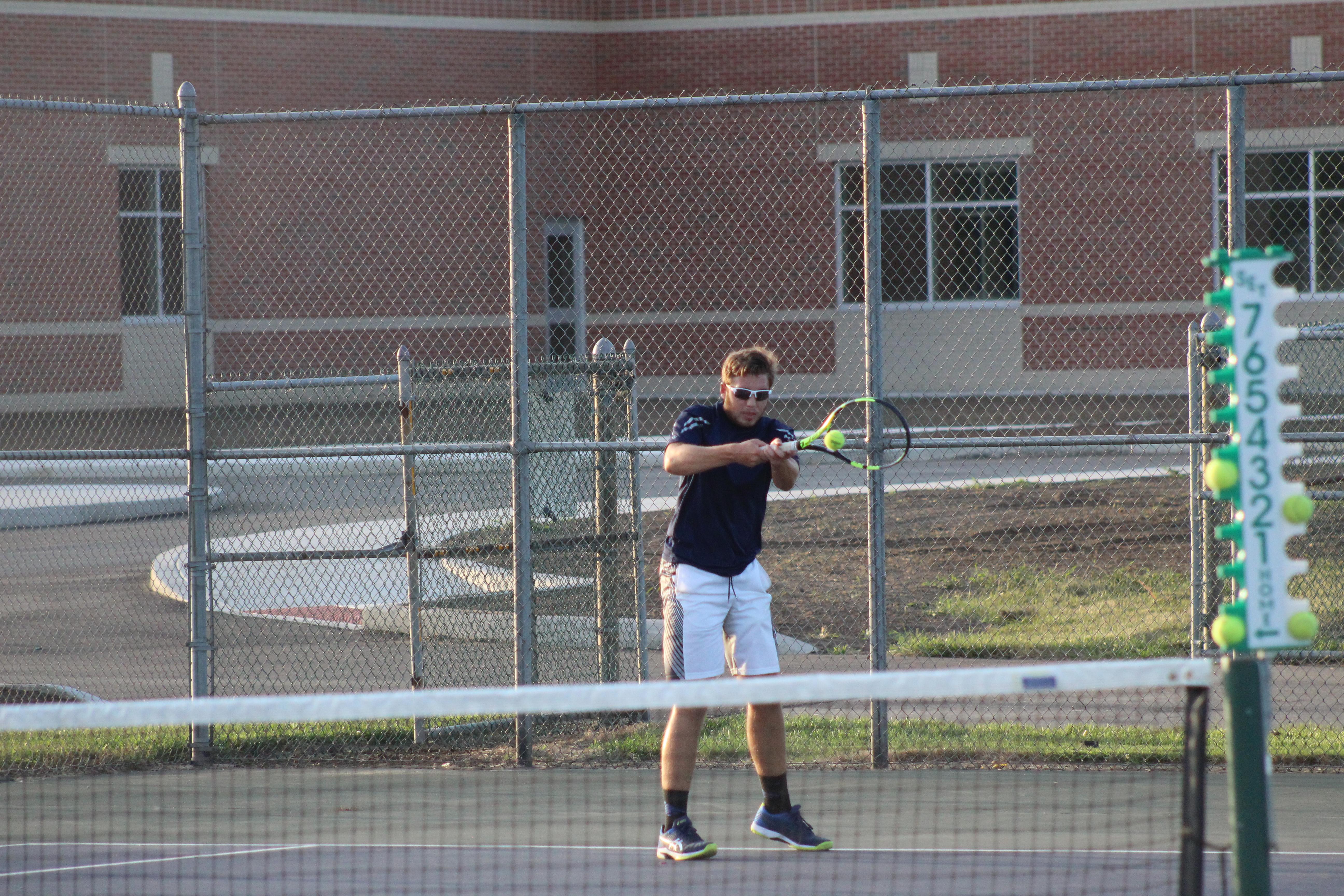 Boys Varsity Tennis beats Highland 4 – 1