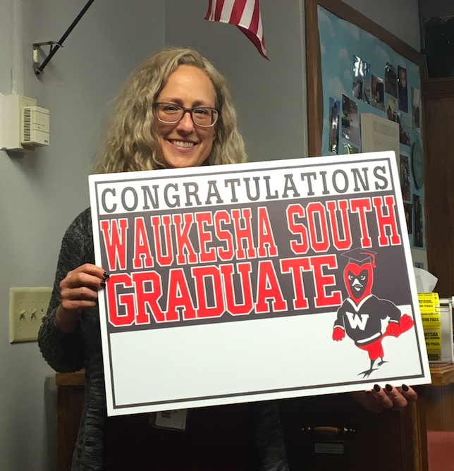 CELEBRATE YOUR 2018 GRADUATE WITH A YARD SIGN!