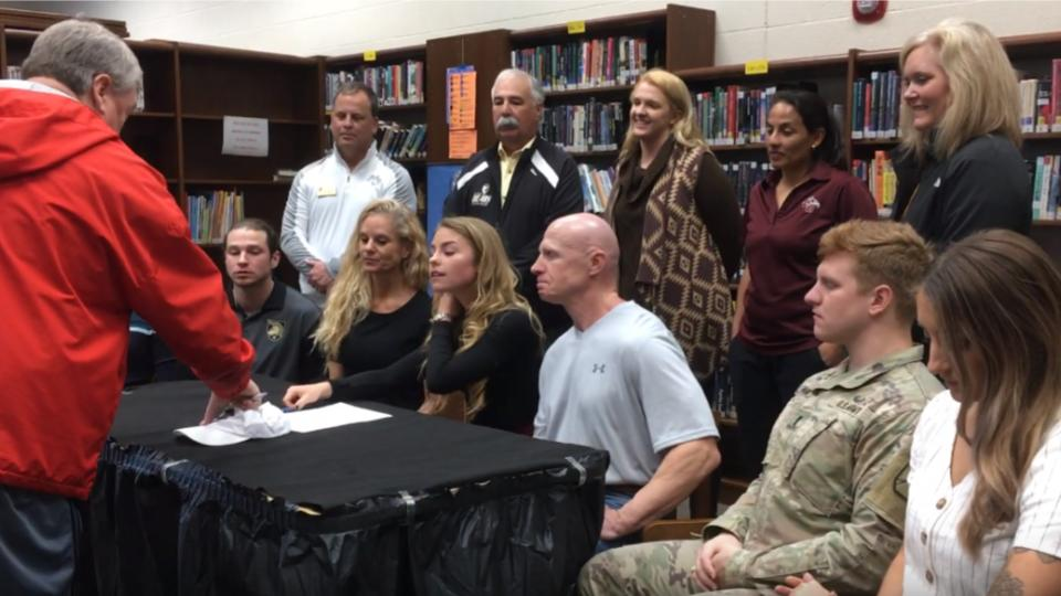Tennis player Carly Earnhardt signs with Cumberland University