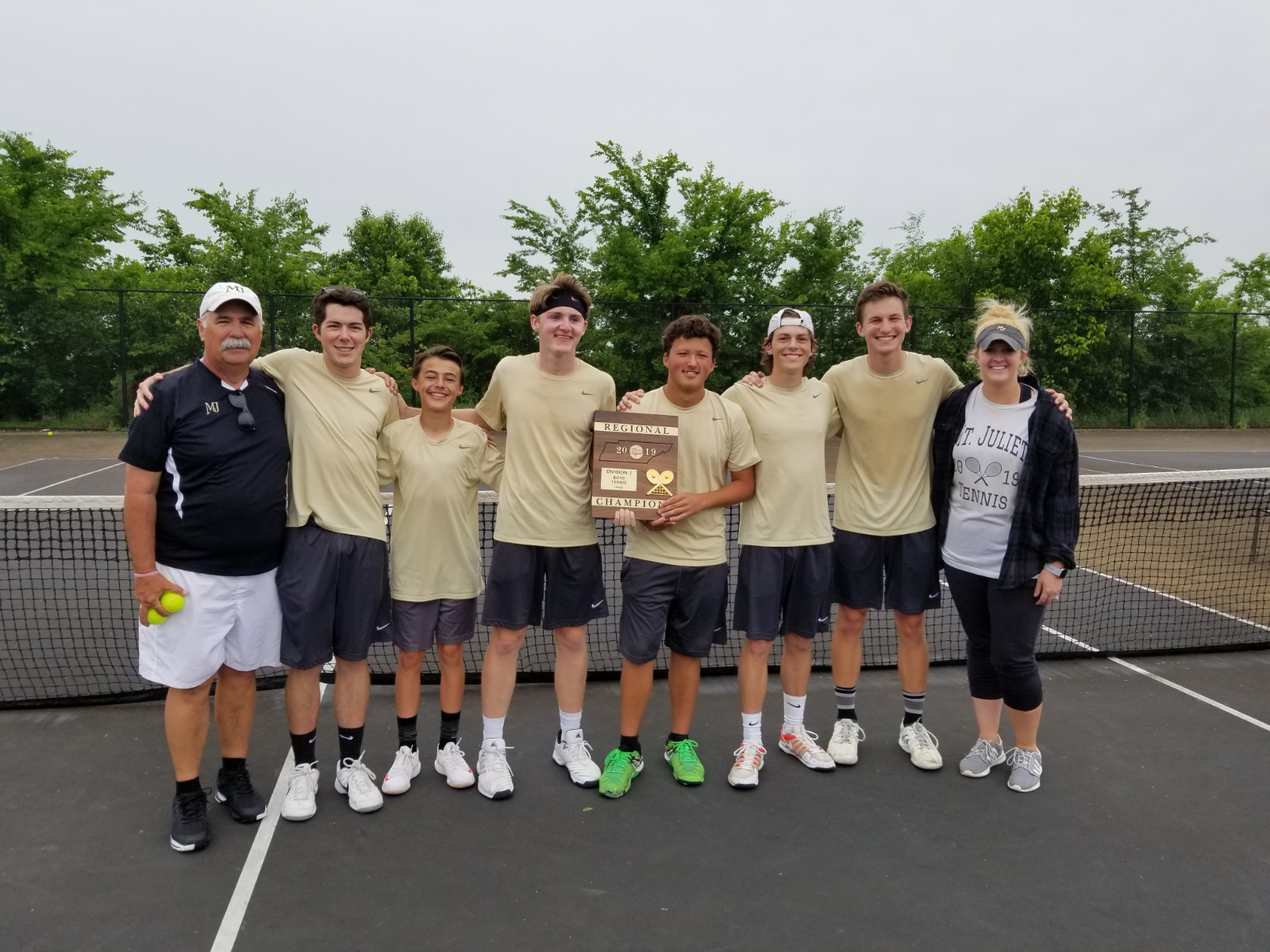 Boys Tennis wins District and Regional Championships