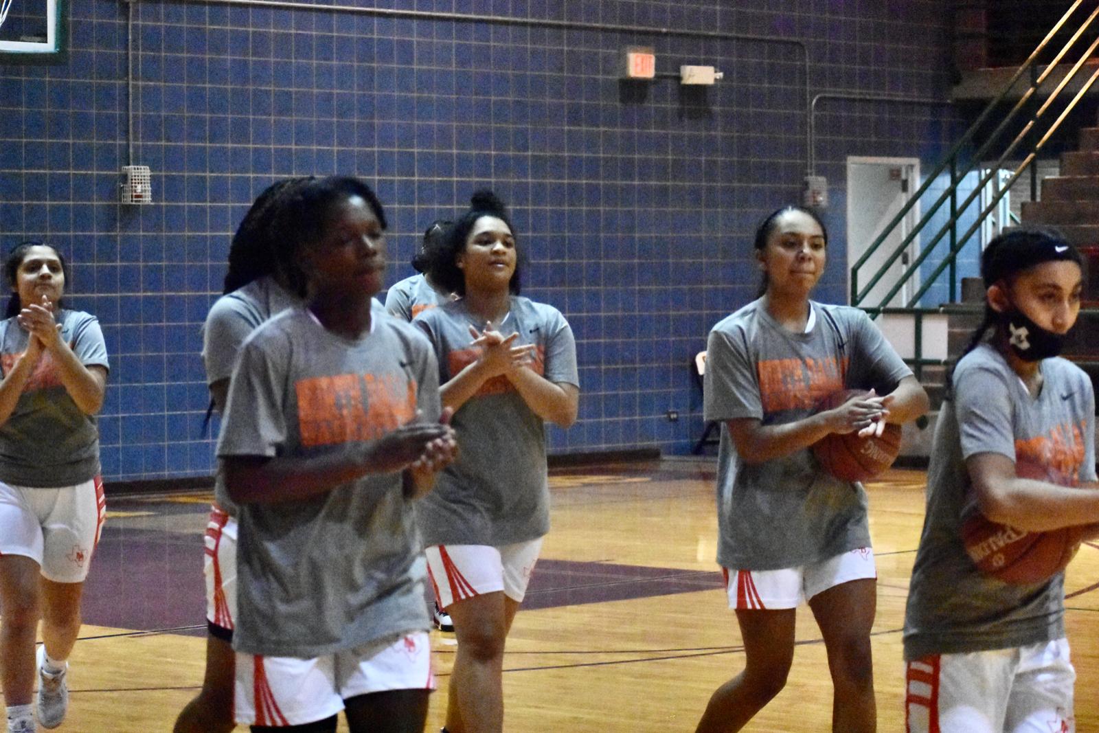 Photo gallery: North Dallas Lady Bulldogs warming up — Jan. 13, 2021