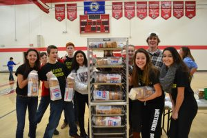 Link Crew Sandwich-Making Event – 1.6.15