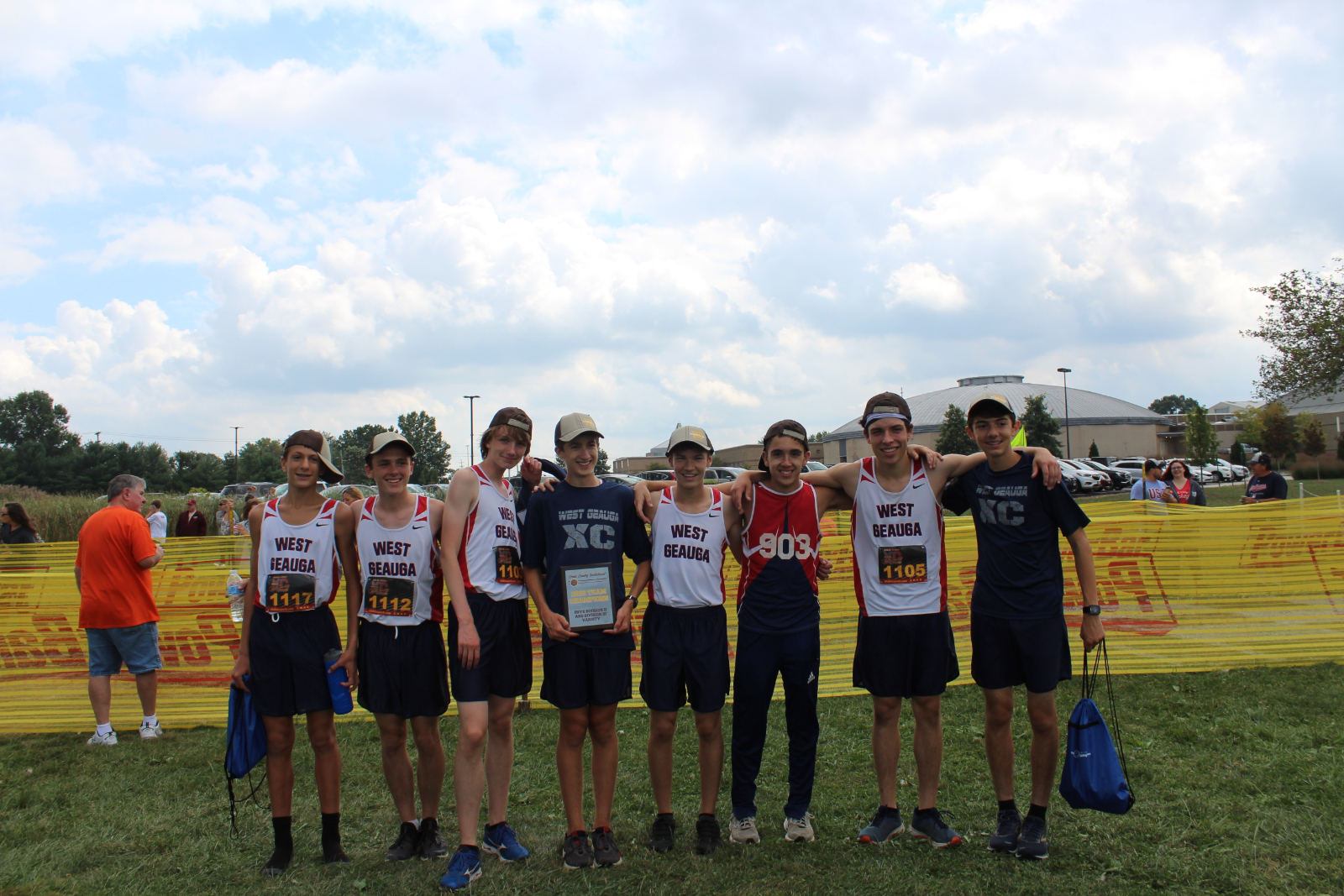 Boys Varsity Cross Country finishes 1st place at George Gross Redskins XC Invitational