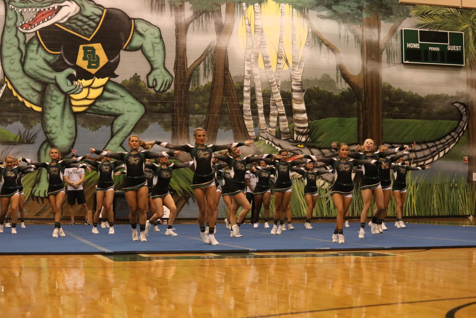 Photo Gallery: Varsity Competitive Cheer – Battle on the Bluff 2020