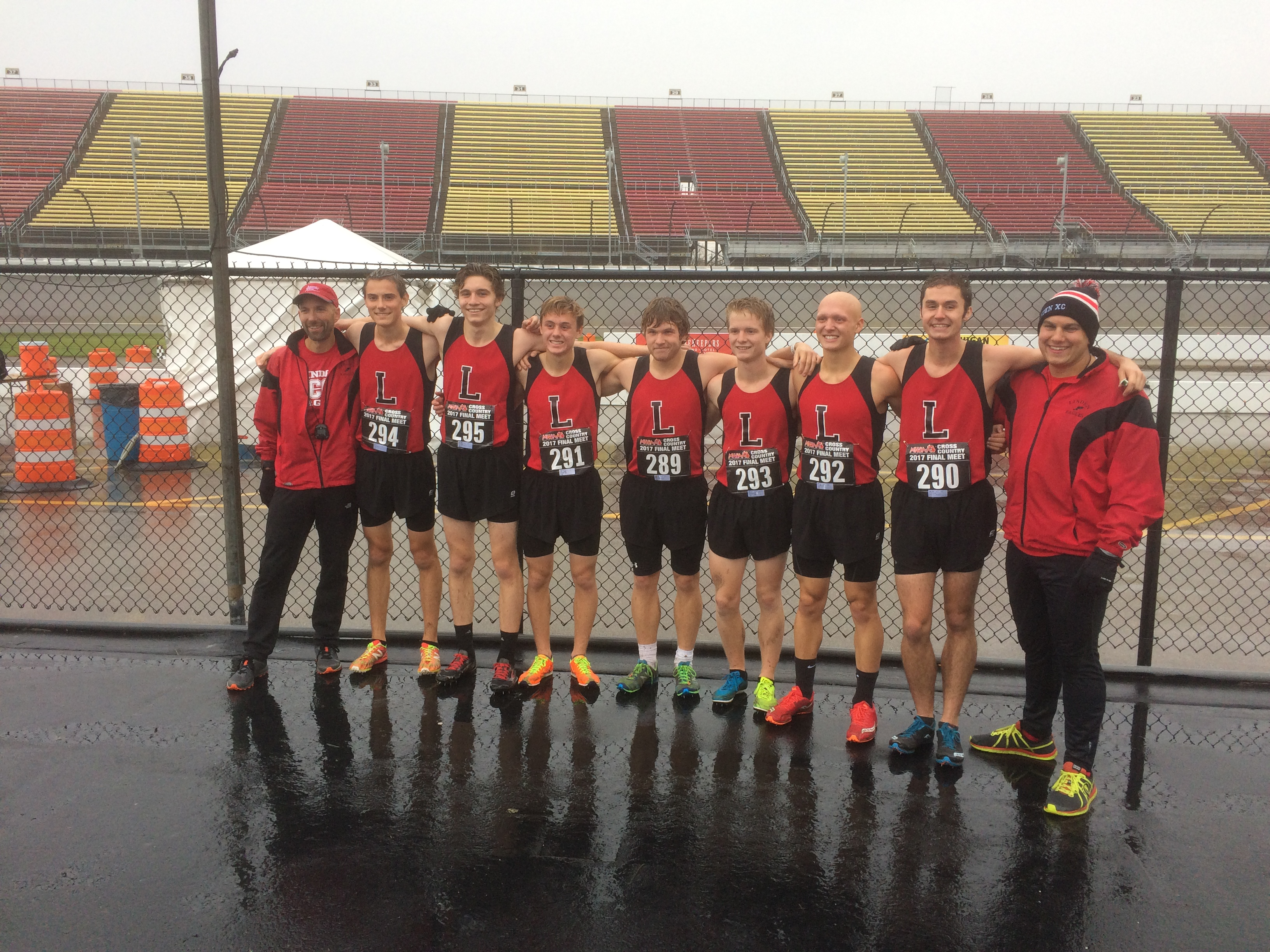 Boys Varsity Cross Country finishes 7th place at MHSAA State Finals