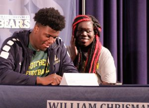 Senior Lester Davis signs offer to play football at Missouri Southern