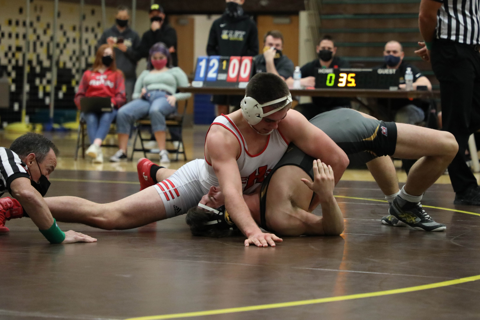 Gordon, Gibson Qualify for Wrestling State Finals