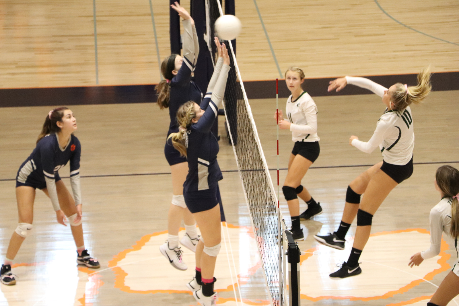 Sophomore Volleyball falls to Olympus, 2-1