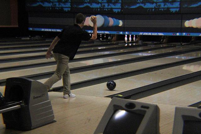 Boys Varsity Bowling beats Ottawa Hills 27.5 – 2.5
