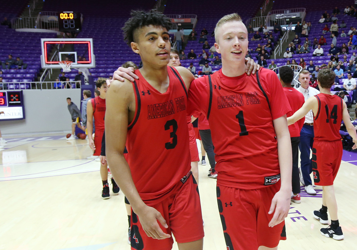 Basketball Boys Advance to  State Semifinals