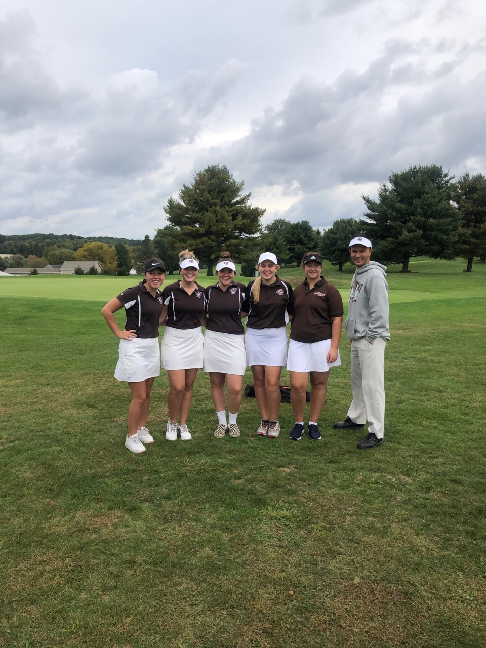 Girls Varsity Golf Qualifies for DII District Tournament by Finishing Sixth at Sectionals