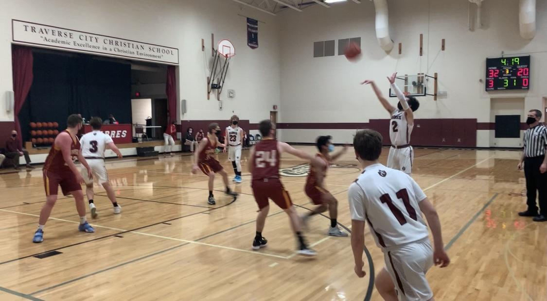 Boys Varsity Basketball beats Mason County Eastern 54 – 32