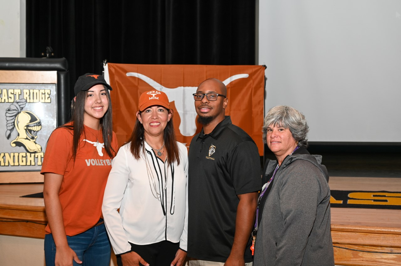 Naomi Cabello signs with the University of Texas
