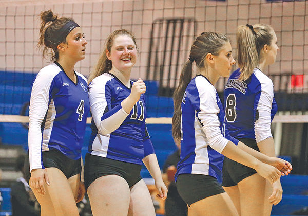 Lamphere Volleyball Defending the MAC Silver