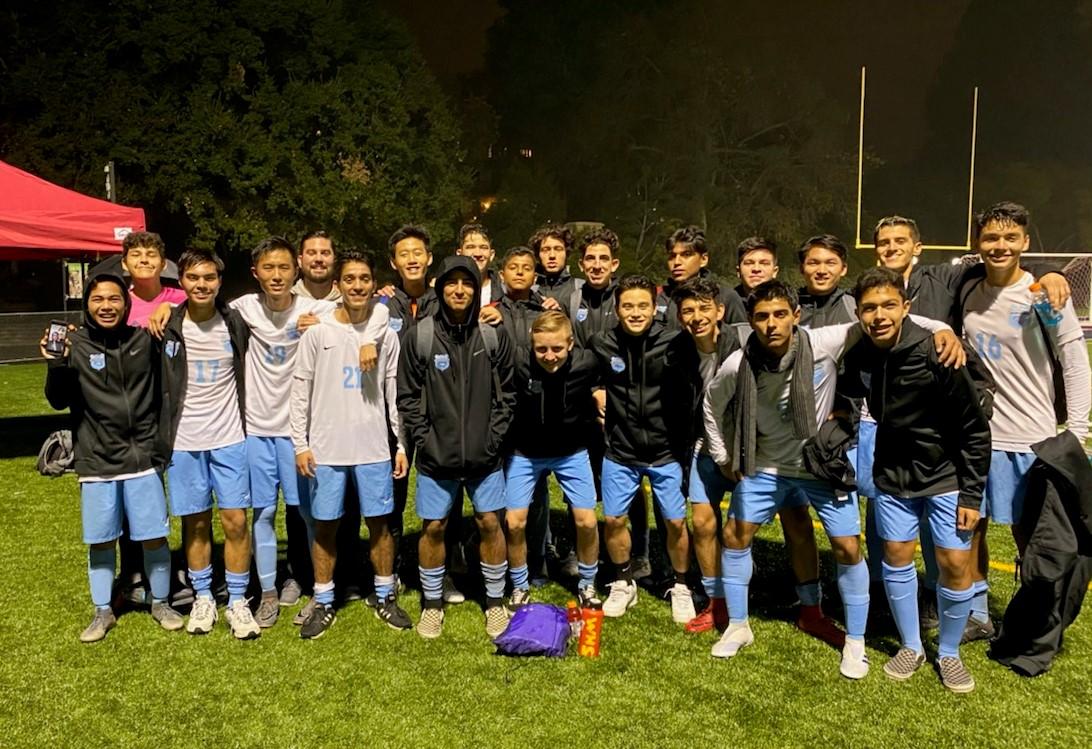 Boys Varsity Soccer Advances to Semi-Final