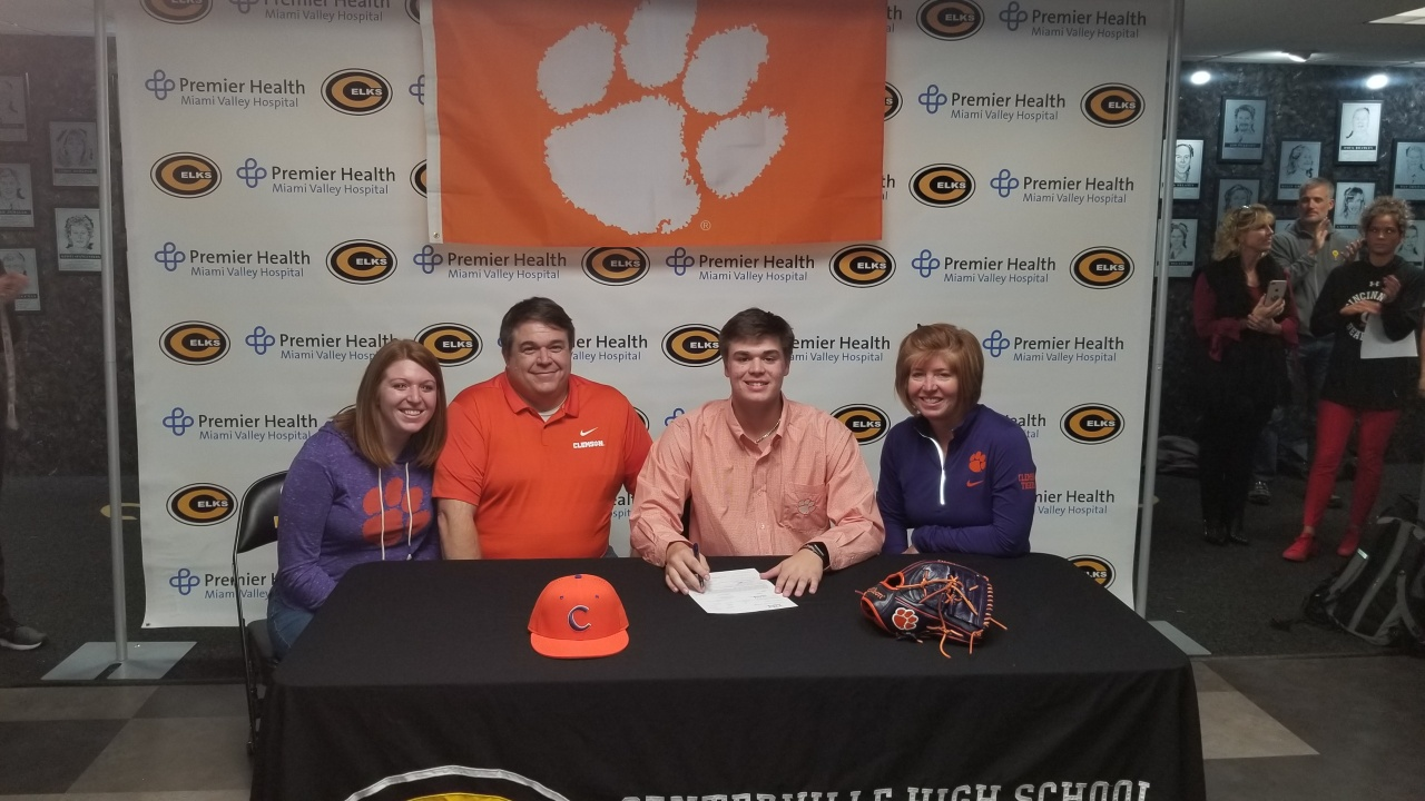 Hoffmann Signs With Tigers