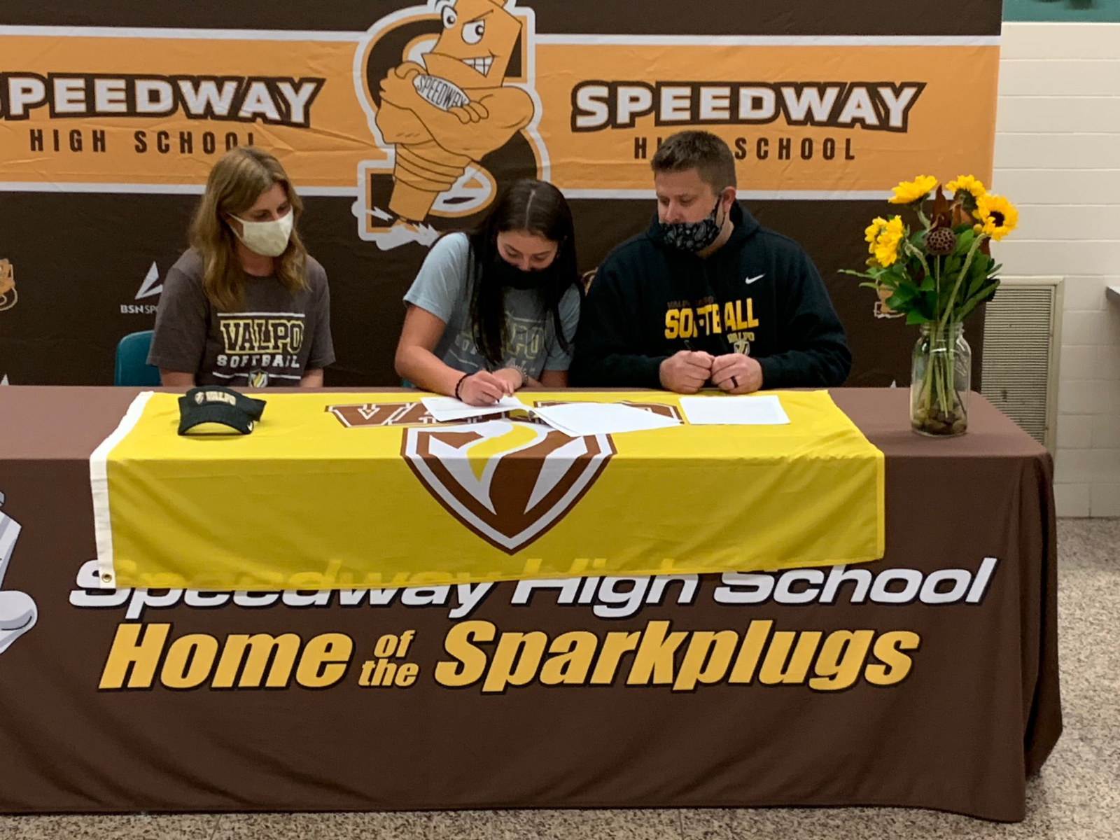Fenters signs with Valpo