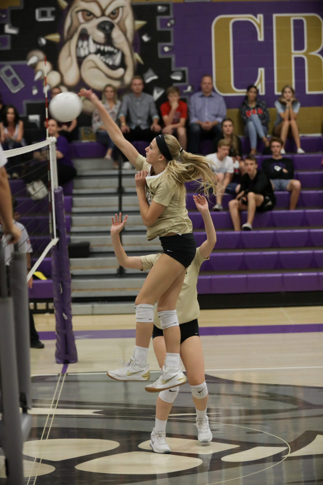 Girls volleyball prepares for tough season in 6A