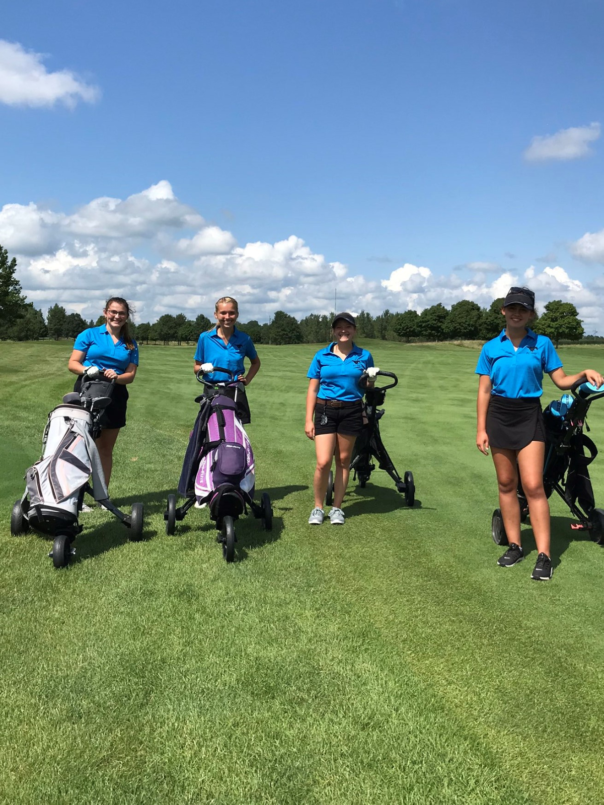 Former Mustang Basketball Players Donate to Pay for Girls' Golf WRC Lunch