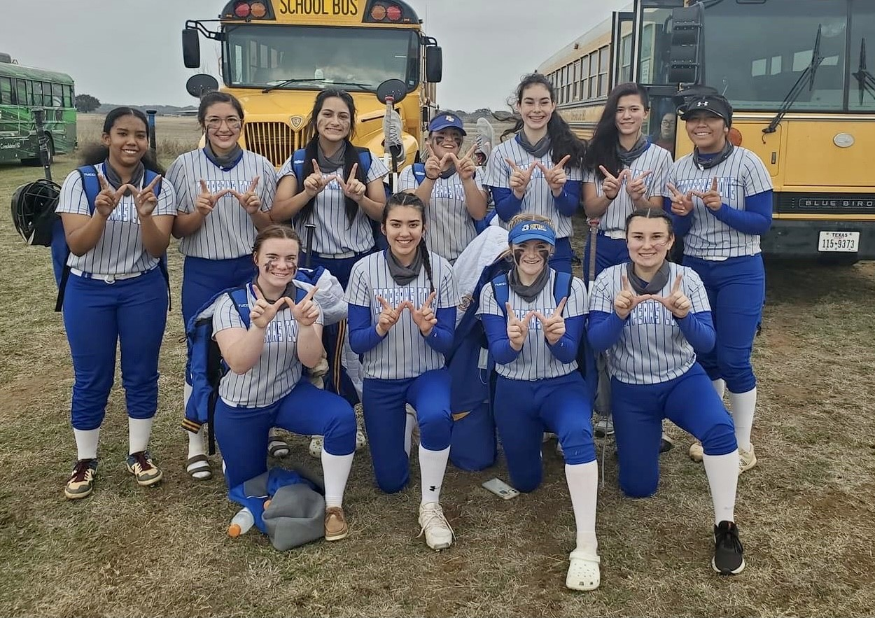 Lady Dawgs go Undefeated to win the Llano Tournament !