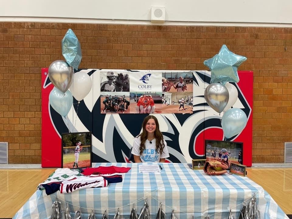 Elizabeth Busdicker Signs with Colby Community College
