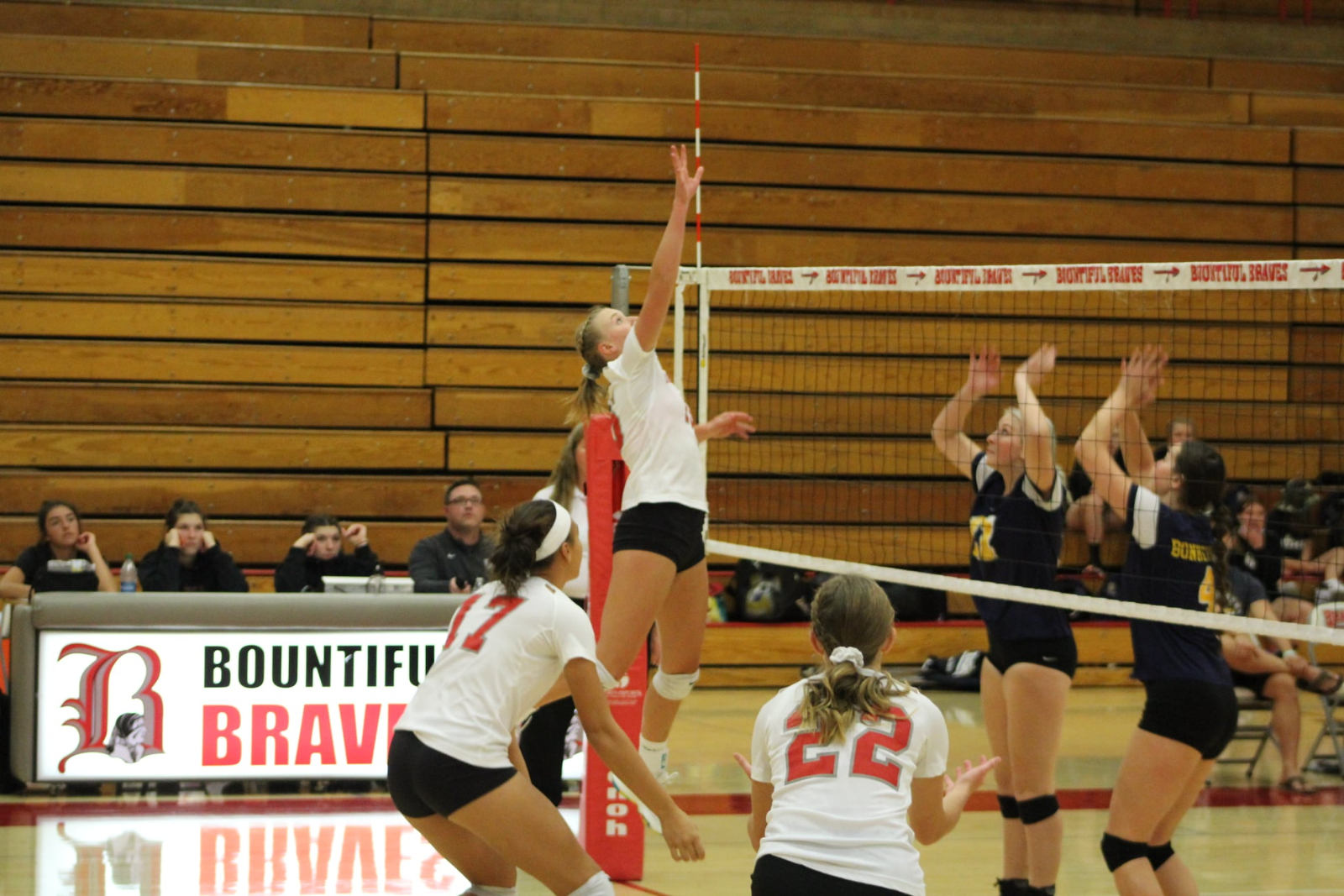 Volleyball Hosts Rival Viewmont in Playoffs