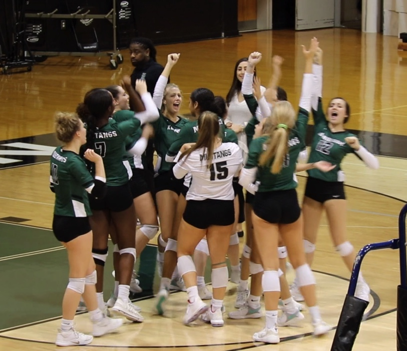 Lady Mustangs Volleyball Advance to Elite 8!