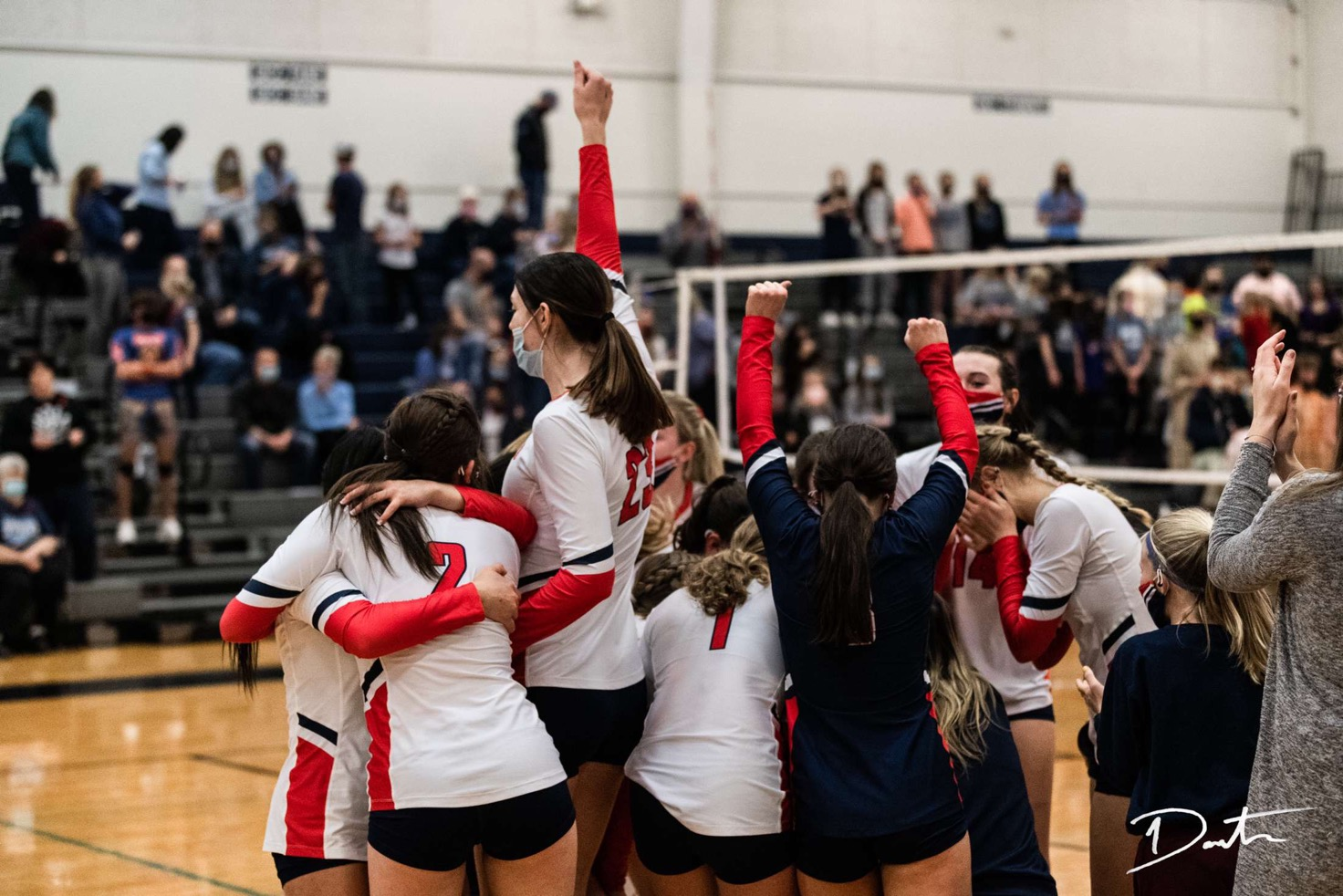 Volleyball Team Qualifies for State