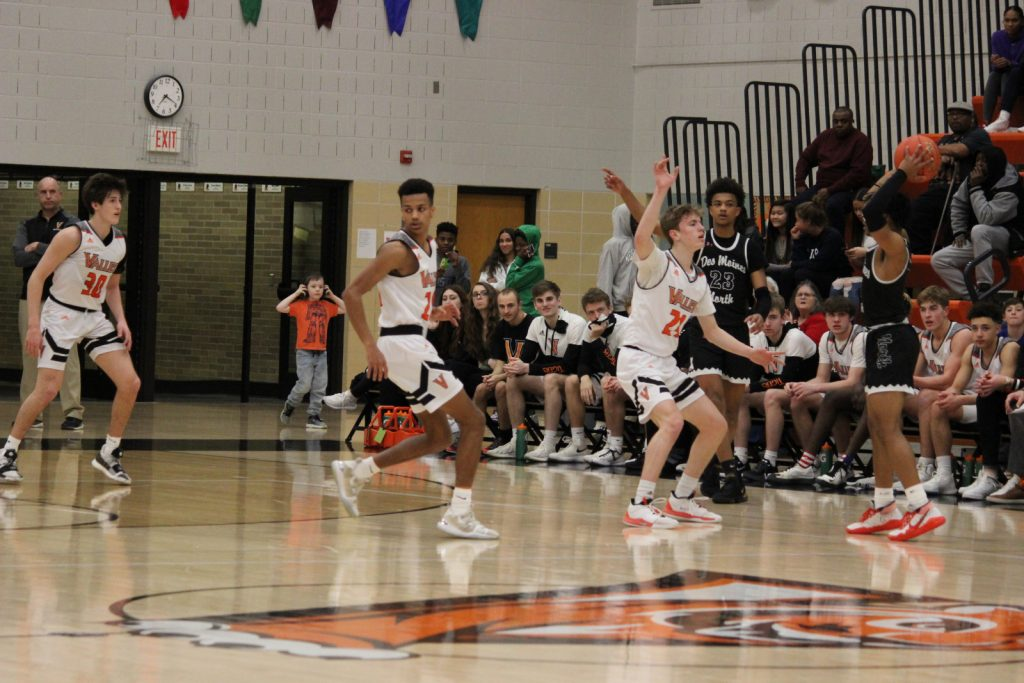 Photo of Valley boys' basketball vs. Des Moines North.