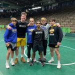 Hounds advance 6 Wrestlers to State