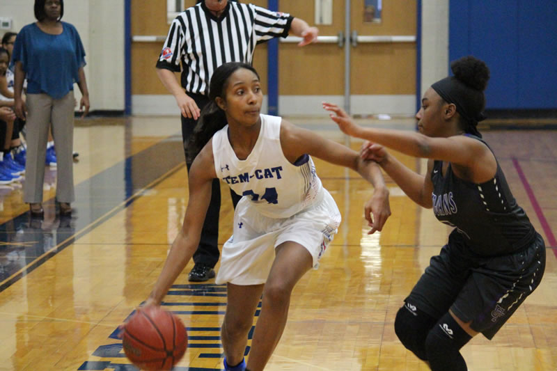 No. 8 Tem-Cats withstand Lady Trojans in physical 18-5A clash