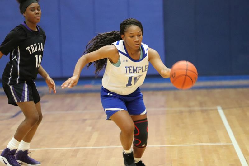 Freshman girls basketball defeats University 32-11
