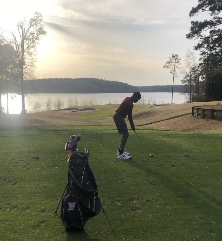 Golf Team Defeats Crescent at Arrowhead Pointe