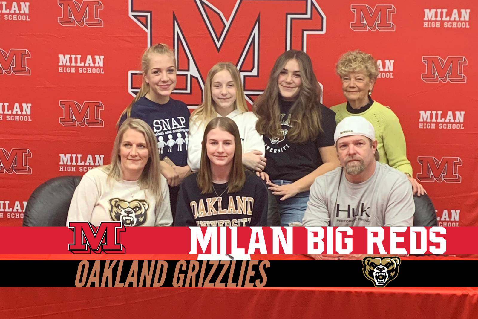 Seanna Schmidt signs with Oakland University for Cross Country and Track & Field