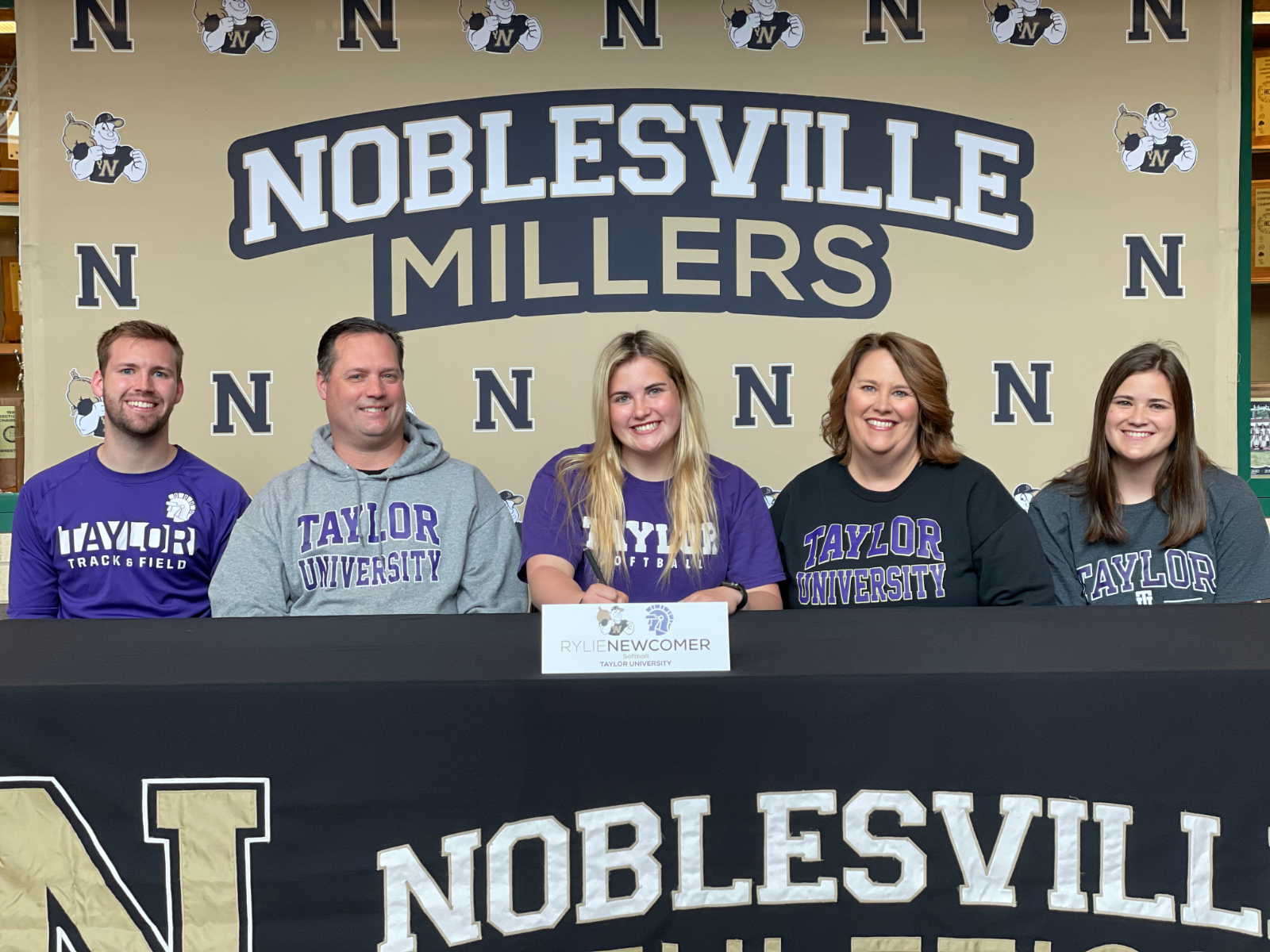 Rylie Newcomer signs with Taylor University