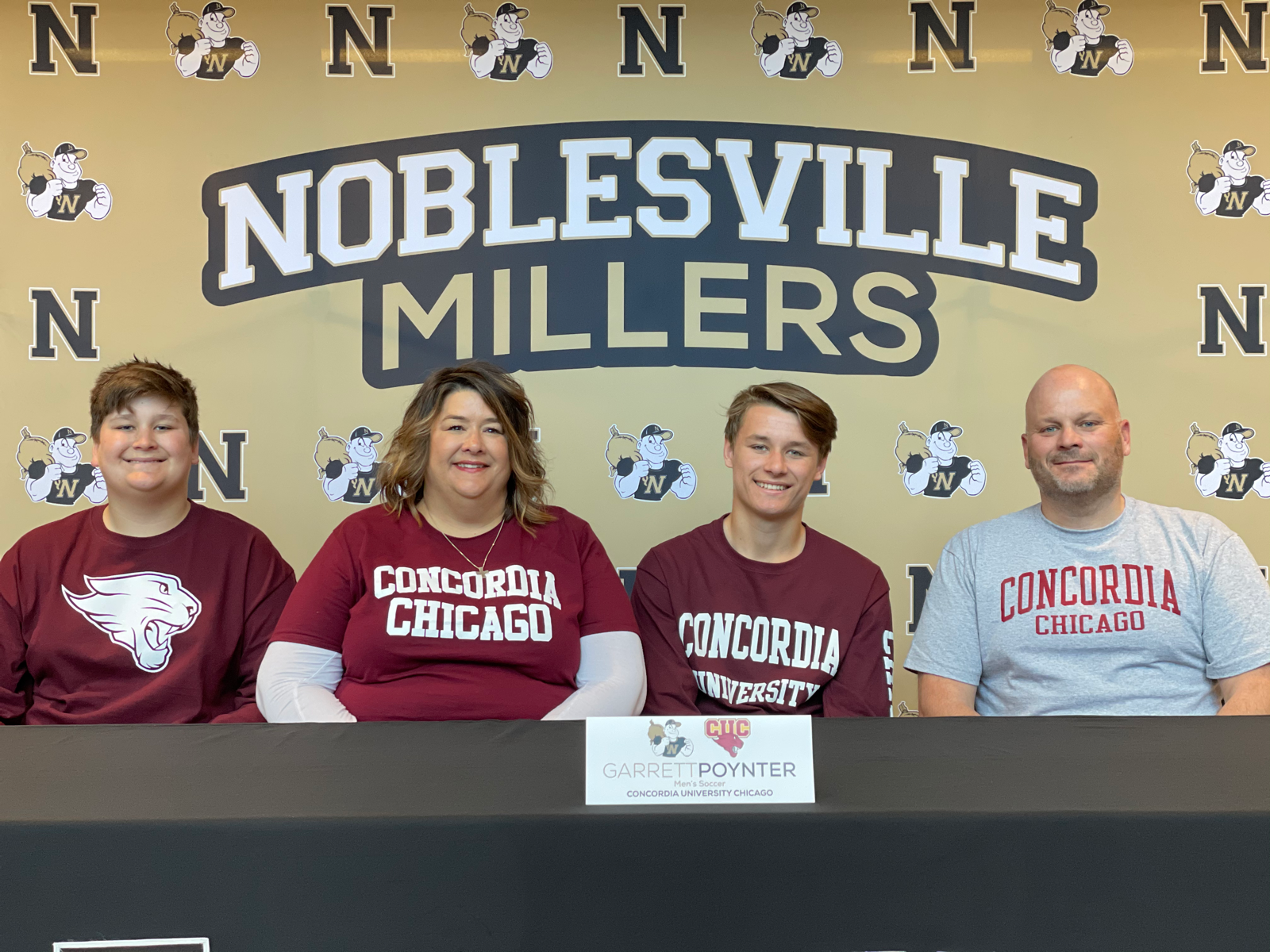 Garrett Poynter signs with Concordia University Chicago