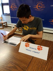 Darian Hu Signs with Mizzou for e-Sports