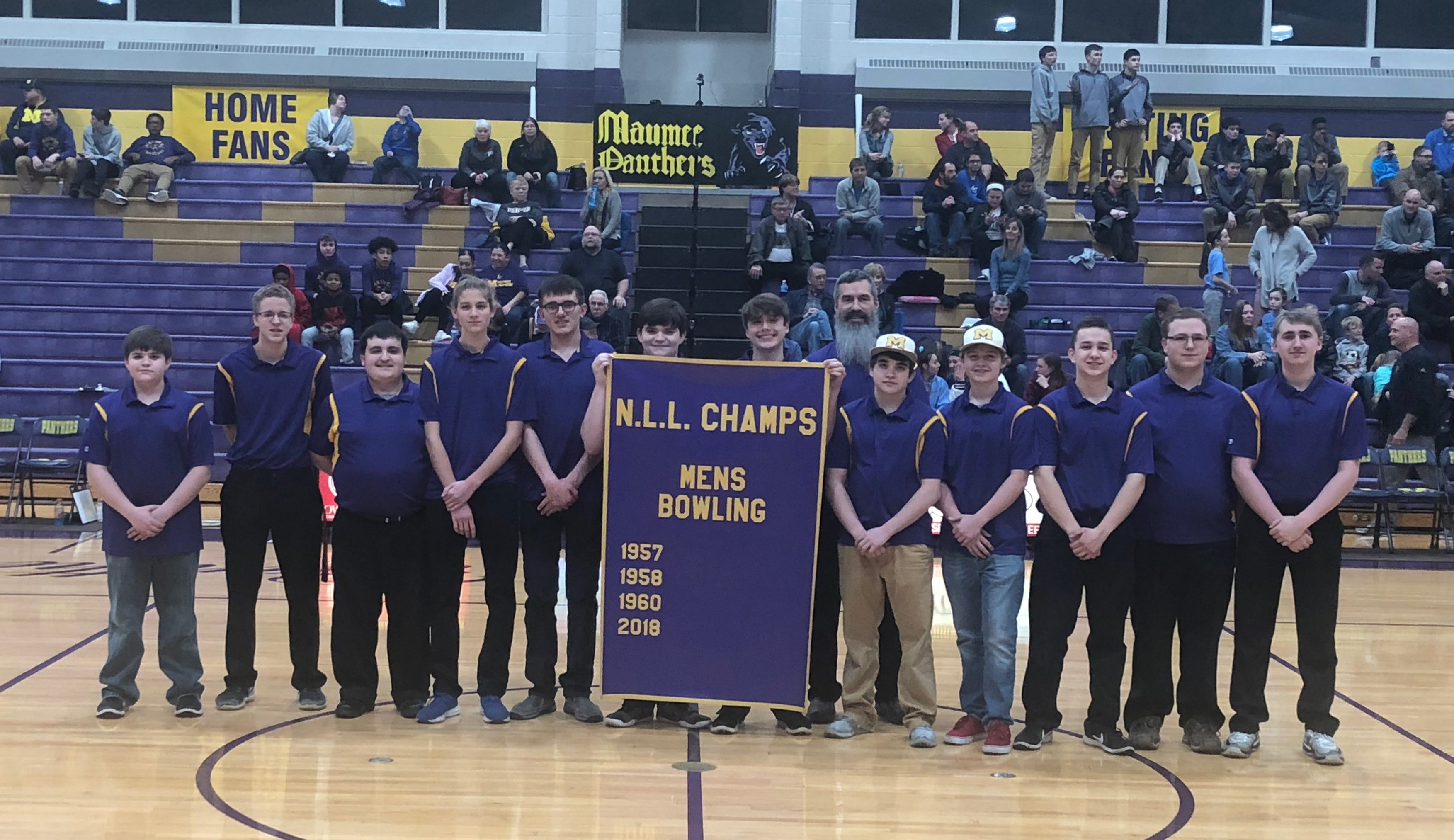2018 Bowling Team Earns Banner