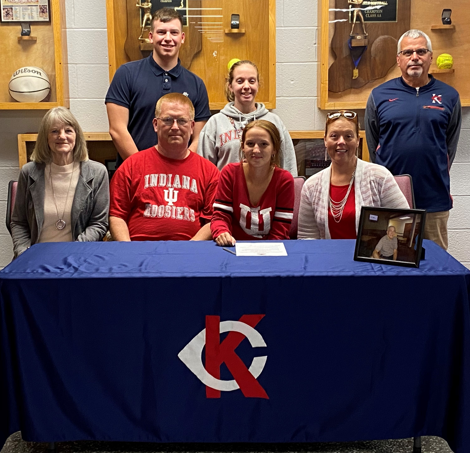 Andrea Hair signs with IUK for Golf!
