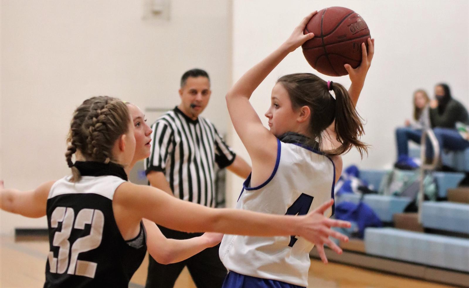 7th grade Girls' Basketball team defeats Farmington 44-10 12/17/20