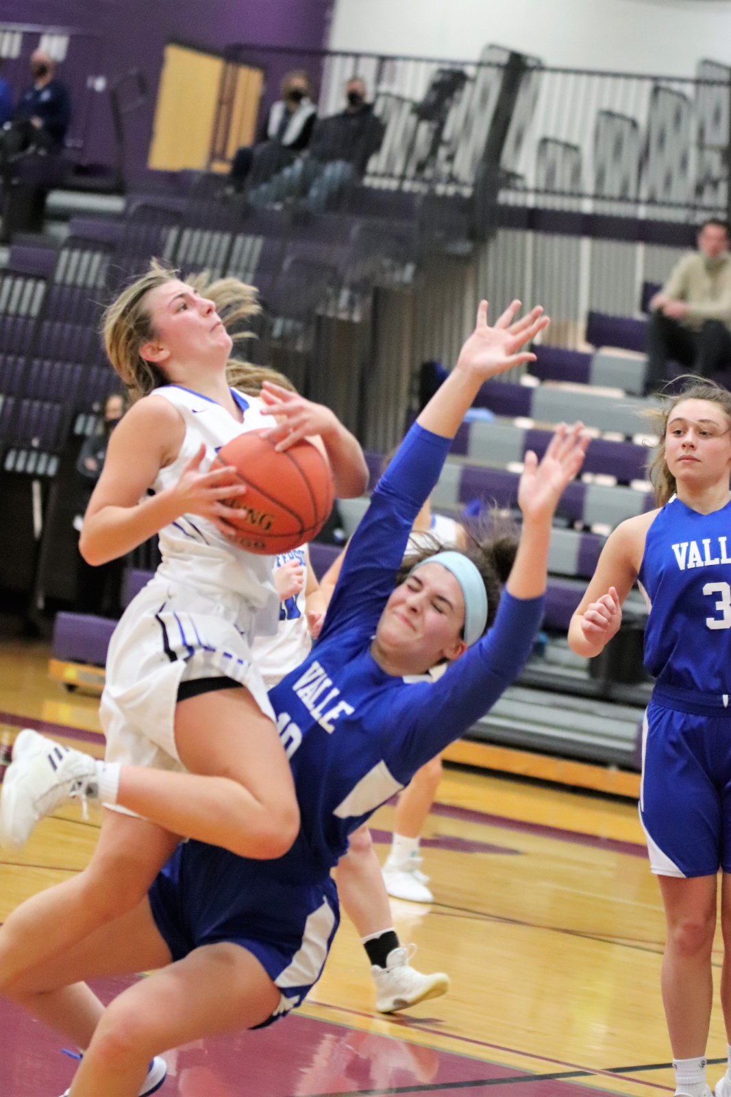 JHS Varsity Girls' Basketball defeats Valle Catholic 46-40 @Kingston Christmas Tournament 12/31