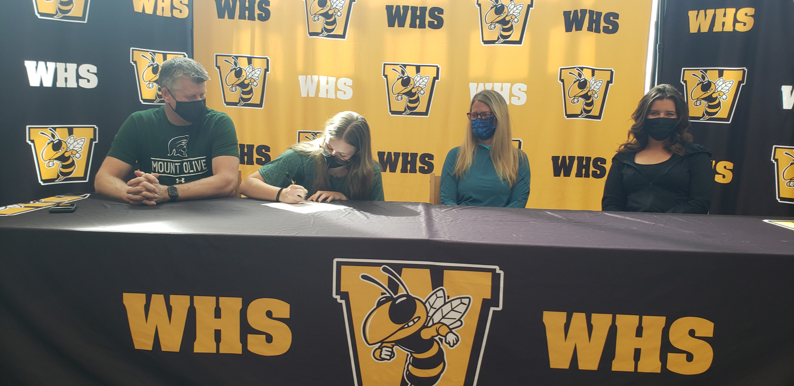 Sara Livingstone Signs to Play Lacrosse at the Next Level!