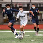 Boys soccer beats Yelm 5-3
