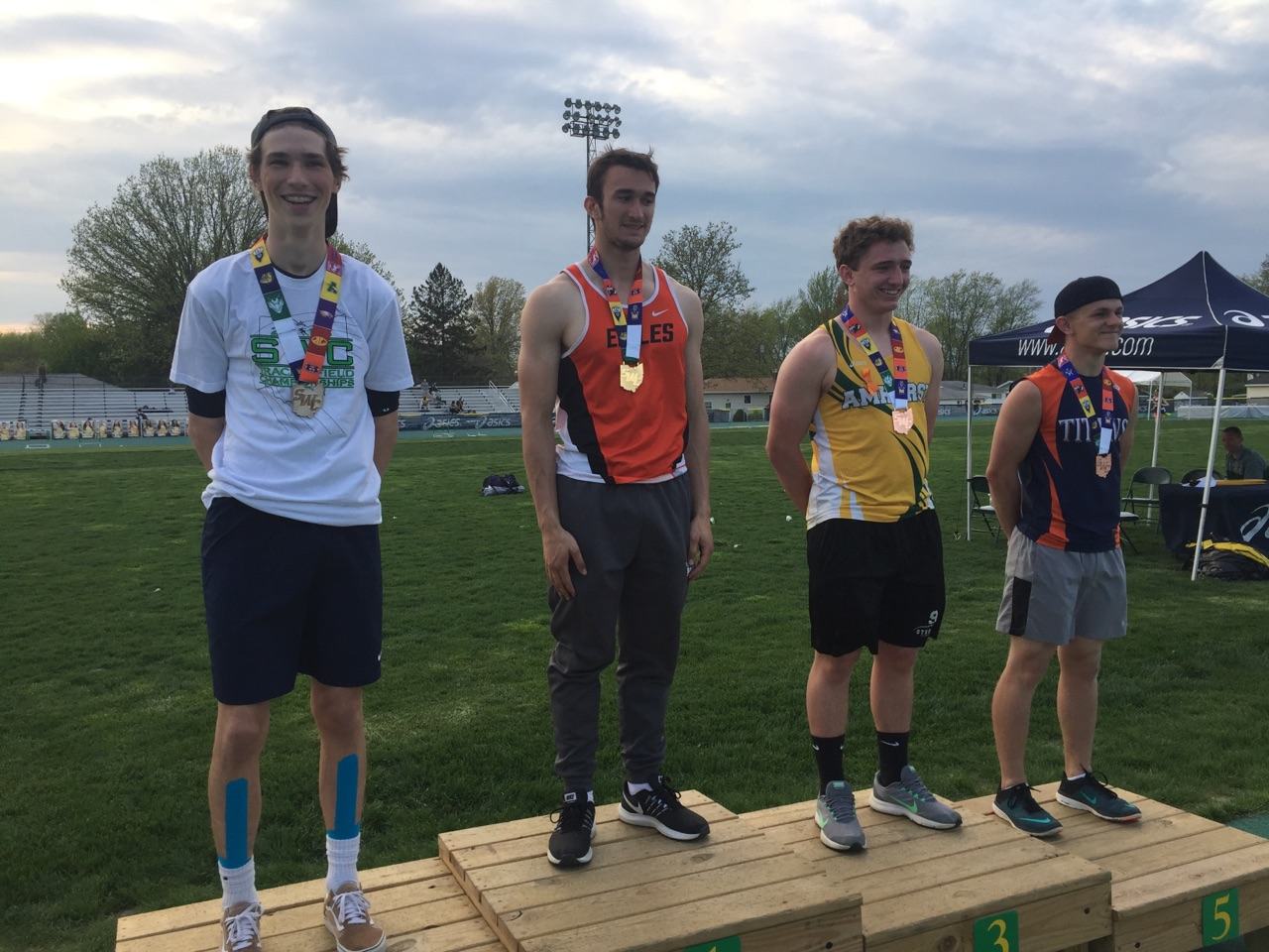 Blaufuss Wins SWC Pole Vault – 13 ft 9 in