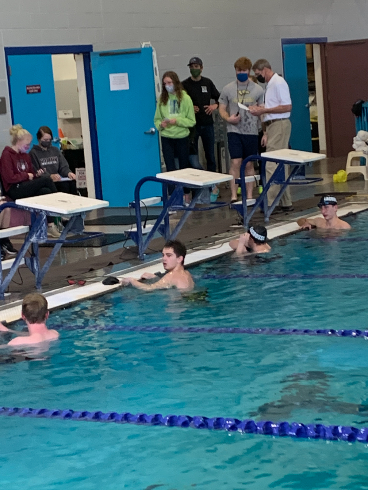 Boys Varsity Swimming beats Holmen 102 – 42