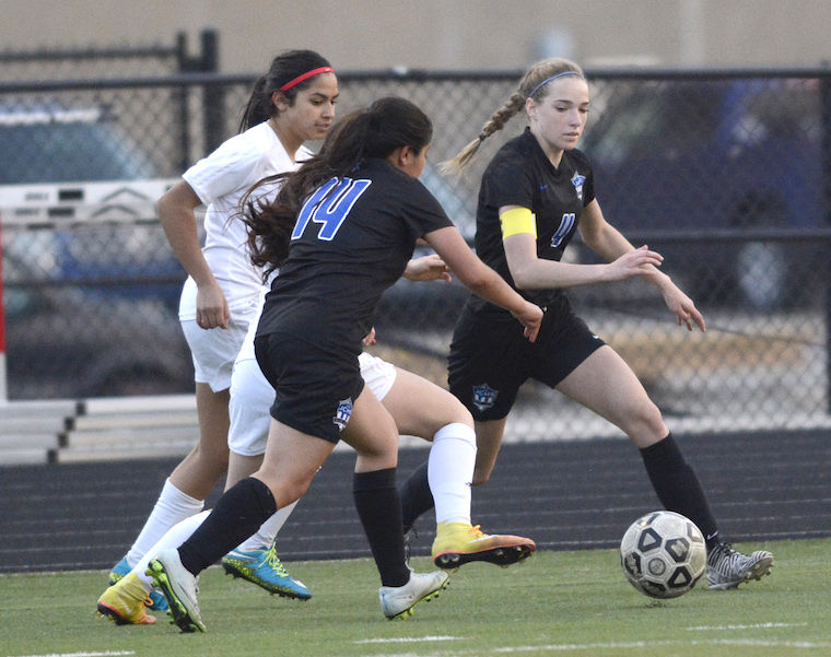Girls soccer falls to Emporia by score of 0-2