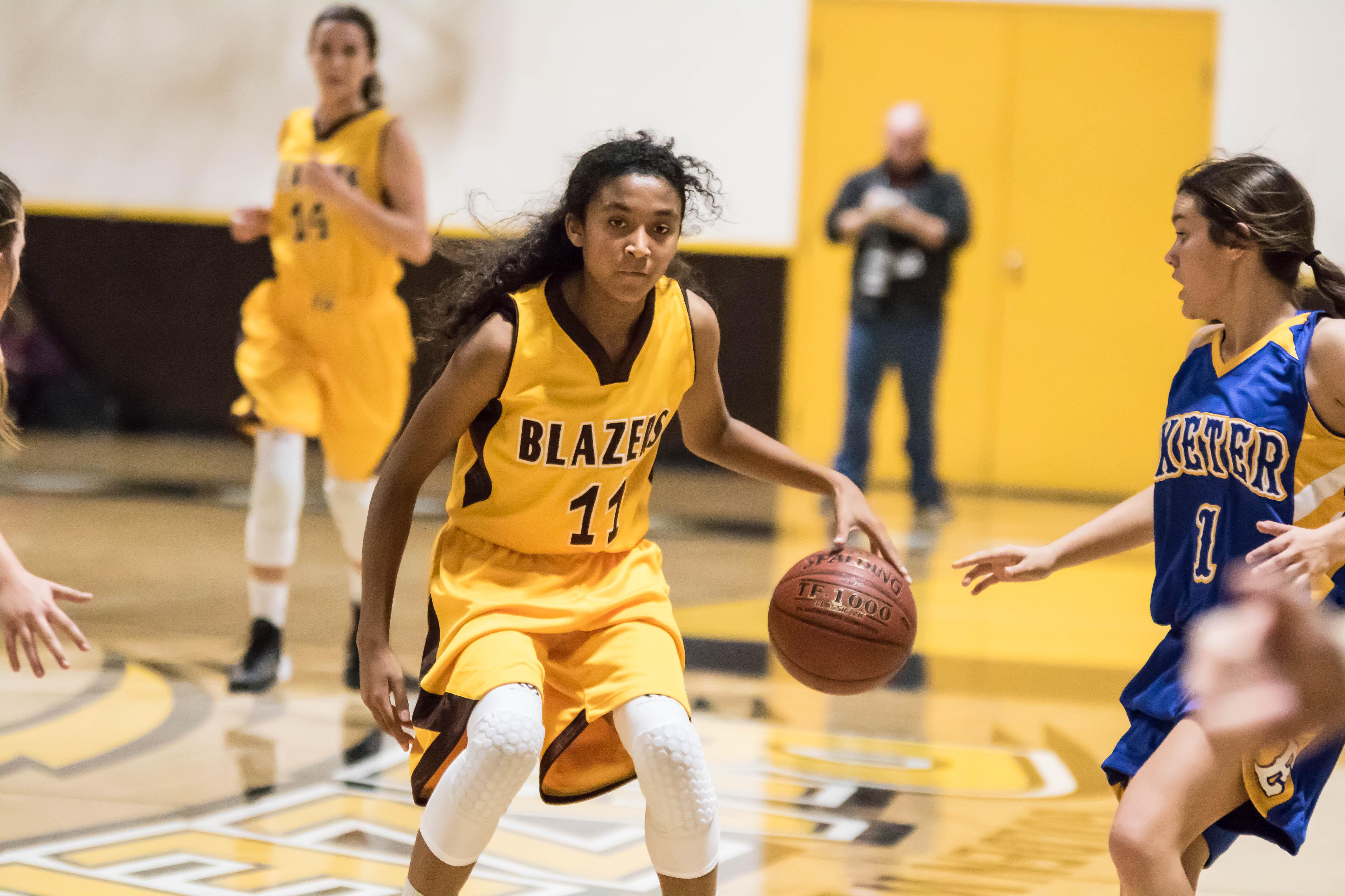 Girls Basketball Takes Down Woodlake